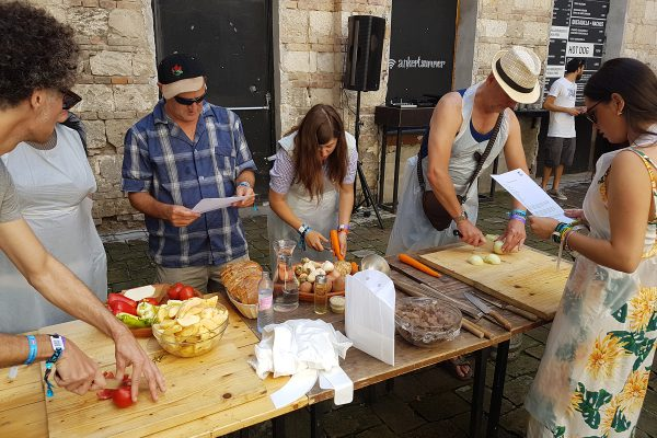 Sziget Press Crew – Goulash Cooking