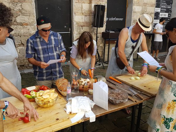 Sziget Press Crew – Goulash Cooking